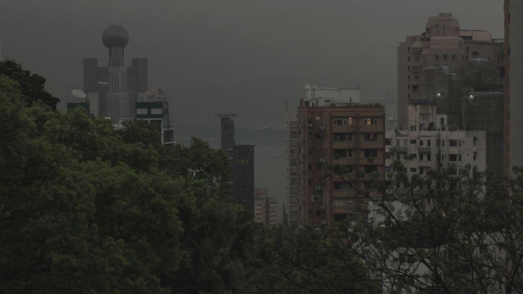 SİYAH YAĞMURUN BEYAZ İZLERİ / BLACK RAIN WHITE SCARS