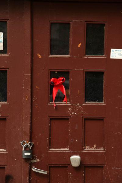 Kırmızı Kurdele / Red Ribbon