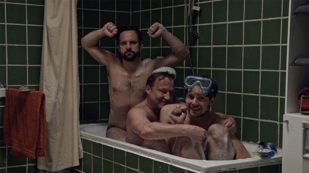 KÜVET / THE BATHTUB / DIE BADEWANNE