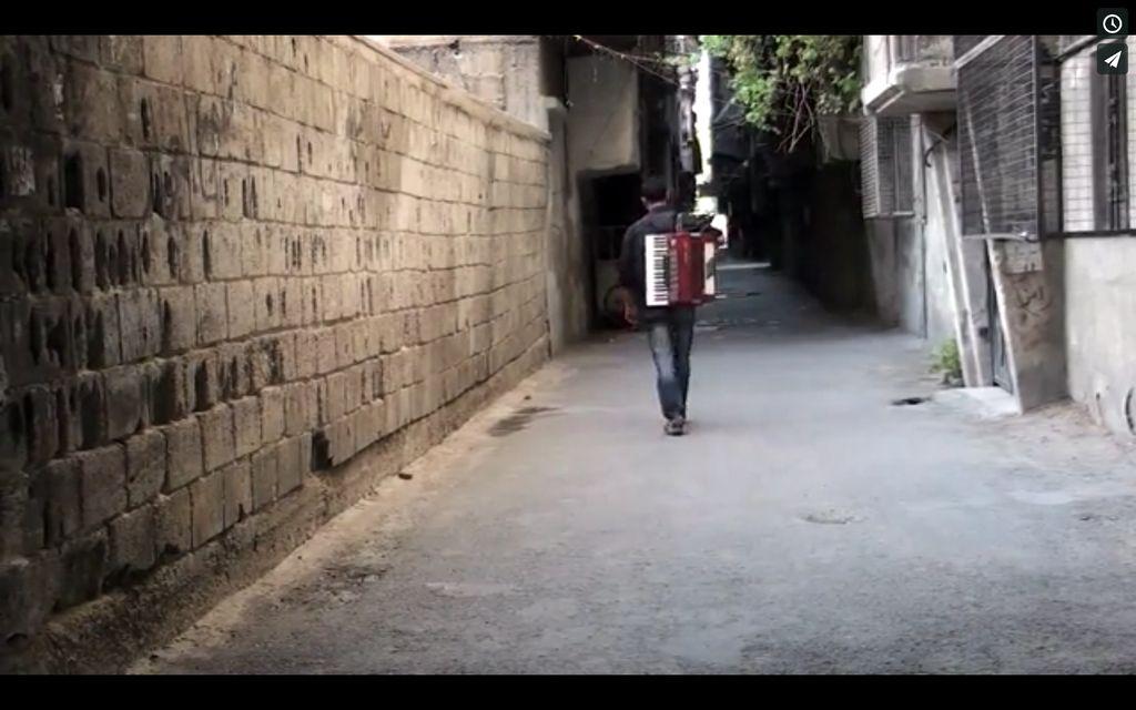 MÜLTECİ KAMPININ ORKESTRA ŞEFİ / MAYSTRO AL-MOKHAYAM